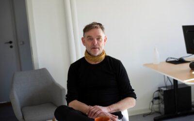 """Henning har lært at """"lytte til væggene"""" i Fountain House. Nu går han på efterløn"""