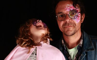 Nikolaj fik taget et portræt sammen med sin datter til Fountain Houses gadefest